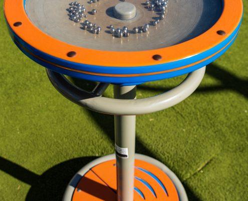 מתקני משחק לילדים בפארקים ציבוריים